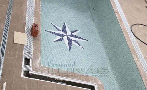 Rosa de los Vientos simple, montada en una piscina
