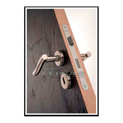 Láminas flexibles de pizarra natural en puerta