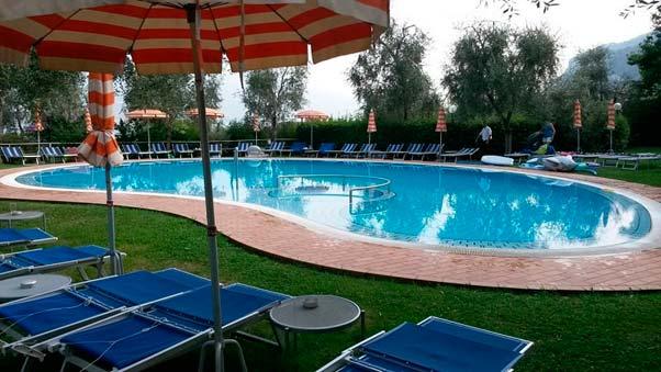 Mantenimiento sostenible: ¿cómo hacer la puesta a punto de la piscina en primavera?